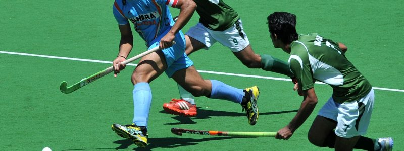 Captain Sadar Singh of India (L) runs through Muhammad Waqas (R) and Haseem Abdul Khan (C) of Pakistan during the bronze medal match at the men's Hockey Champions Trophy tournament in Melbourne on December 9, 2012. Pakistan won the match 3-2.    IMAGE STRICTLY RESTRICTED TO EDITORIAL USE - STRICTLY NO COMMERCIAL USE     AFP PHOTO/Paul CROCK